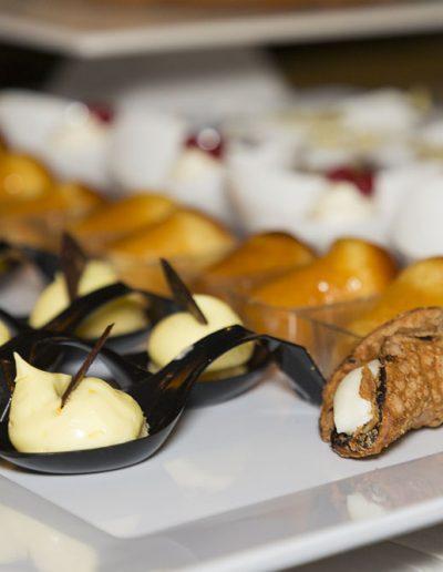 Sire Ricevimenti - catering e buffet, angolo dolci, sweet table durante un matrimonio in Campania Napoli