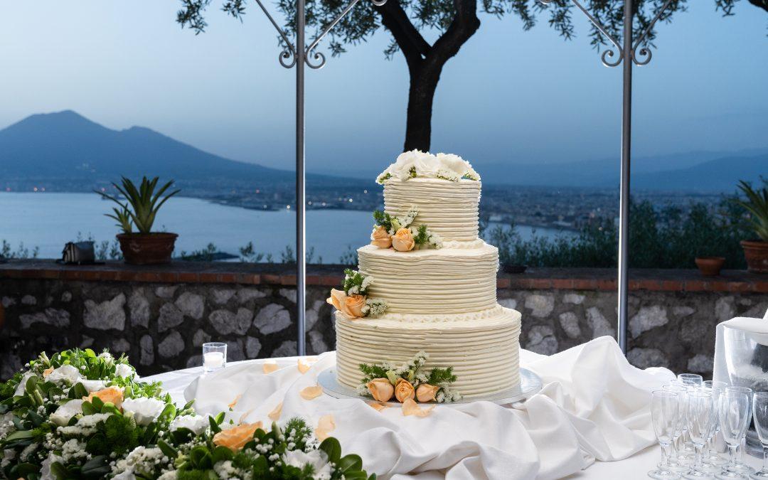 """La wedding cake a """"effetto wow"""": 5 idee a cui ispirarsi per le nozze 2020"""